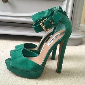 STEVE MADDEN green suede heels
